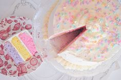 Pink cake, romantic, look delicious. I can't wait eatting!