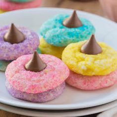 These Easter desserts are delicious and fun to make. From cookies and cakes to brownies and treats, there is something for everyone to enjoy this Easter. Easter Bunny Cupcakes, Easter Cookies, Easter Treats, Creme Egg Cake, Chocolate Easter Cake, Chocolate Covered Popcorn, Easy Easter Desserts, Festive, Brownies