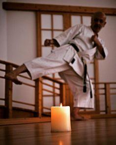 #karate #karatedo #do #shotokan #kampfkunst #martialarts #fumikomi #gedan #yokogeri #kekomi #kerze #candle www.budo-books.com www.taikikan.de