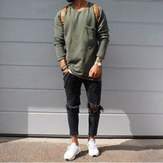One great thing about men's fashion is that while most trends come and go, men's wear remains stylish and classy. However, for you to remain stylish, there are men's fashion tips you need to observe. Mode Masculine, Mens Trousers Casual, Men Casual, Cropped Trousers, Stylish Mens Outfits, Casual Outfits, Fashion Mode, Mens Fashion, Urban Fashion Girls