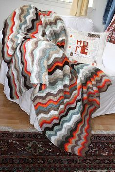 chevron blanket // crochet Use up last bits of yarn Crochet Afghans, Crochet Ripple, Manta Crochet, Crochet Granny, Crochet Patterns, Blanket Crochet, Crochet Home, Crochet Crafts, Crochet Baby