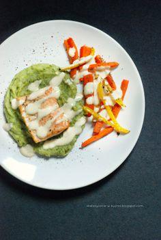 Moje Dietetyczne Fanaberie: Łosoś z pieczonymi warzywami i puree brokułowym