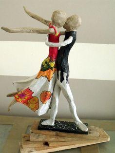 Papier Mache Sculpture | Sculpture de Couple de danseurs en papier mâché - Création ...