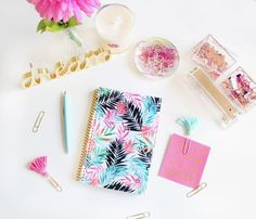 2018 Tropical Palm Leaves Daily Planner