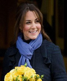 """Catherine """"Kate"""" Middleton, Duchess of Cambridge - First 'official' pregnancy outfit Cabelo Kate Middleton, Moda Kate Middleton, Style Kate Middleton, The Duchess, Duchess Of Cambridge, Princess Kate, Princess Katherine, Celebrity Babies, Celebrity Style"""