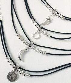 Diy Choker, Beaded Choker Necklace, Beaded Anklets, Leather Necklace, Diy Necklace, Leather Jewelry, Crystal Necklace, Diy Jewelry, Beaded Jewelry