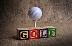 What Is the Correct Golf Swing? Golfers the world over are always in search of the perfect golf swing or the right golf swing. Golf Club Crafts, Golf Ball Crafts, Golf Centerpieces, Golf Party Decorations, Diy Trophy, Fathersday Crafts, Golf Trophies, Golf Room, Golf Theme