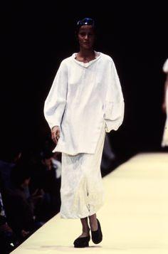 Comme des Garçons Spring 1993 Ready-to-Wear Fashion Show - Nadège du Bospertus