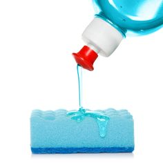 Move over baking soda and vinegar, there's a new cleaning VIP in the house: dish liquid. Time to think outside of the box, or in this case the sink, and use this… - Cleaning Spray, Oven Cleaning, Cleaning Hacks, Cleaning Solutions, Cleaning Recipes, Diy Hacks, Cleaning Wood Floors, How To Clean Makeup Brushes, Dishwashing Liquid