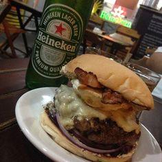 Pré Mondial. Forrando o estômago. #food #foodporn #burger #dagema #tijuca #foodlover #foodlove #burgerporn #burgerlove #ilovefood #hamburger #hamburgers #hamburguerhonesto  Yummery - best recipes. Follow Us! #foodporn