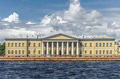 Петербургская академия наук Джакомо Кваренги 1783-1789. Классическое здание с портиком, сдержанным фасадом без декора.