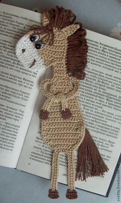025 Horse Gee Gee bookmark pattern by LittleOwlsHut : Bookmark horse crochet pattern by Zabelina Amigurumi LittleOwlsHut Crochet Bookmark Pattern, Crochet Bookmarks, Crochet Books, Love Crochet, Crochet Gifts, Crochet Flowers, Knit Crochet, Applique Patterns, Amigurumi Patterns