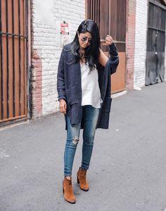 fc6ac3e34dc 32 Petite Fashion Bloggers you should follow with extraordinary fashion  sense.