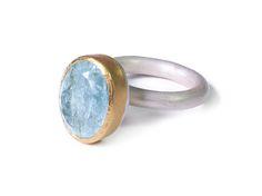Kathrin Dunst- Ring Silber 925/- mit Aquamarin in Feingold 999/- gefasst © Kathrin Dunst