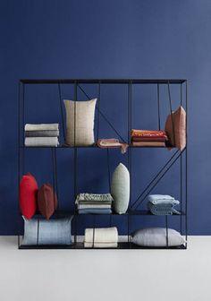 Fodera per cuscino Horizon in alpaca 40 x 60 cm blu Design Shop, Bedroom Carpet, Cozy Living Rooms, Scandinavian Design, Home Accessories, Basket, Plaid, Shelves, Throw Pillows