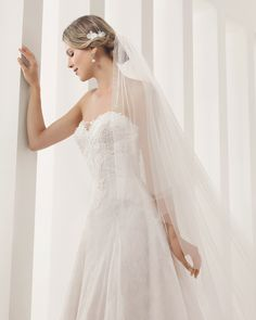 8B154 PEDESTAL | Wedding Dresses | 2015 Collection | Alma Novia (close up)