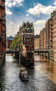 Hamburg, Deutschland - Back on Track - Reisen Places Around The World, Travel Around The World, Around The Worlds, Beautiful Places To Visit, Wonderful Places, Places To Travel, Places To See, Travel Destinations, Voyage Europe