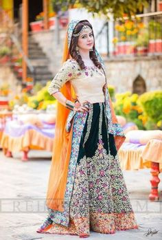 Marvel Party Wear Dresses For Women Most Trending In 2017 Girls are you looking stylish Pakistani party wear dresses for Pakistani Mehndi Dress, Dulhan Dress, Pakistani Party Wear Dresses, Bridal Mehndi Dresses, Pakistani Outfits, Indian Dresses, Indian Outfits, Wedding Lehnga, Shadi Dresses