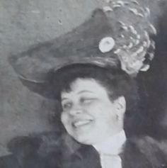 Tato dáma je po celém světě mezi 1902 a 1906. To bylo pravděpodobně v Praze a cestoval insie dvou mistrů: pan Otto and a pan  Plei