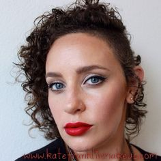 My red lips/winged liner look. Great for a night out. Winged Eyeliner Tutorial, Winged Liner, Eyeshadow For Green Eyes, Simple Eyeliner, Dark Eyes, Beauty Routines, Red Lips, Natural Makeup, Makeup Tips