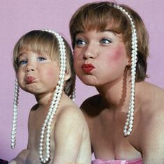 Hope you are all enjoying a wonderful #MothersDayWeekend - just had to share this adorable photo of Shirley MacLaine and her daughter, Sachi Parker, with pearl necklaces in 1959. (Regram @Life magazine, photo by Allan Grant for The LIFE Picture Collection / Getty Images) #HappyMothersDay #mothersday2015 #vintagejewelry #ShirleyMaclaine #MothersDay #mothersdaydinner #mothersdaycelebration #lovemykids #lovemymom #LoveMyFamily #BestMomEver #SuperMom #SuperMoms #Pearls #PearlNecklace…