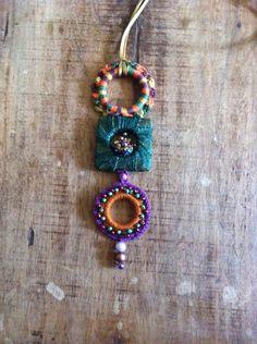 Colar em crochê cobre,verde e violeta