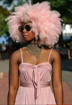 COTTON CANDY PINK HAIR!! IT'S BEAUTIFUL ON HER SKIN... I WISH I WAS BOLD ENOUGH TO TRY THIS... #AFRO #PASTELPINK  #CHOCOLATESKIN