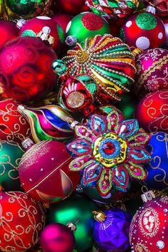 Christmas Images, Christmas Art, All Things Christmas, Christmas Holidays, Diy Christmas Ornaments, Christmas Colors, Colorful Christmas Tree, Vintage Christmas Ornaments 1950s, Xmas Decorations