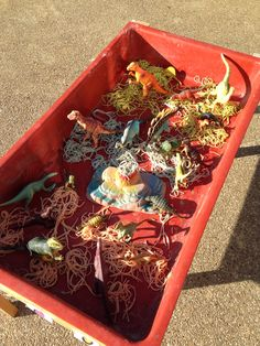 Malleable tray - dinosaurs with coloured spaghetti - sensory play