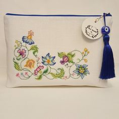 Embroidery Bags, Hand Embroidery Stitches, Modern Embroidery, Boho Bags, Fabric Bags, Crochet Purses, Cross Stitch Flowers, Handmade Bags, Cross Stitching