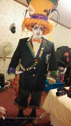 Here's my husband in his Mad Hatter costume from Alice and wonderland. I originally started with the theme when I decided I wanted to be the Alice characte Alice In Wonderland Play, Wonderland Costumes, Halloween Costume Contest, Halloween Diy, Happy Halloween, Homemade Costumes, Diy Costumes, Costume Ideas, Fancy Dress