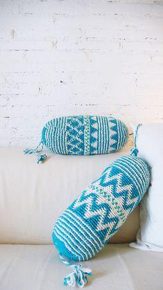Pillow Crochet Marrakech    blue triangles and por lacasadecoto, €26.00