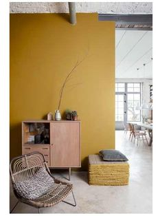 Whether you live in a large or a small space, colors are ideal for lighting up a room. It is precisely these that punctuate your decoration and your interior. To stylize a room, you opt for one or more colored walls. Room Colors, Yellow Painted Walls, House Interior, Yellow Interior, Interior, Living Room Color, Yellow Living Room, Yellow Walls, Room