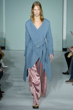 See the complete Sies Marjan Fall 2017 Ready-to-Wear collection.