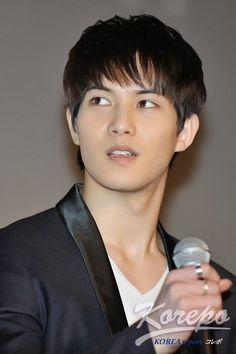 lee jonghyun. cnblue movie premier @ japan dec2013.  cr:tagged