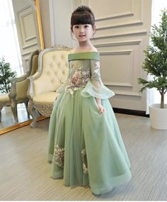 Princes Dresses Girls Embroidered Flowers Dress Department Name:Children Gender:Girls Material:Mesh,Polyester,Lace Sleeve Style:Regular Built-in Bra:No Decoration:Embroidery Dresses Length:Ankle-Length Silhouette:Ball Gown Sleeve Length(cm):Half Style:Cute Model Number:TB3631 Fit:Fits true to size, take your normal siz