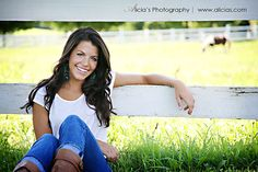 Poses for Portraits - Girls Cute Senior Pictures, Country Senior Pictures, Senior Photos Girls, Senior Girls, Girl Photos, Senior Portrait Poses, Senior Girl Poses, Portrait Photo, Senior Session