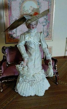 Porcelain Lady with Removable Suit, 1 12 scale. Dama de porcelana con traje de quita y pon, escala 1 12 by MiniTrapitos on Etsy