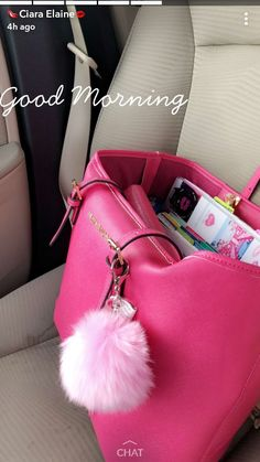What's In My Purse, Baby Pink Aesthetic, Sacs Design, Moda Chic, Cute Purses, Cute Bags, Luxury Bags, My Bags, School Bags