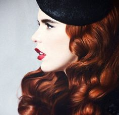 I think Paloma Faith is such a beauty. I wish that I could pull off her style! <3