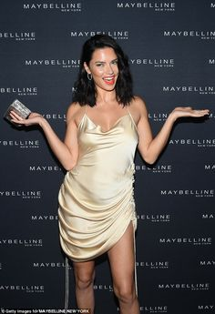 Adriana Lima Photos - Adriana Lima attends the Maybelline x New York Fashion Week XIX Party at Mr. Purple at the Hotel Indigo LES on September 2018 in New York City. - Maybelline X New York Fashion Week XIX Party Estilo Adriana Lima, Adriana Lima Style, Brazilian Supermodel, Brazilian Models, Isabeli Fontana, Victoria Secret Fashion, Victorias Secret Models, Alessandra Ambrosio, Stock Foto