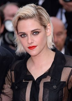 Kristen Stewart showed off her edgy side with an effortlessly cool slicked back hair, teamed with a bold red lipstick for a statement look. Photo: © Getty Images