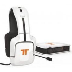 Idéal pour les joueurs, le casque Tritton PRO Plus vous permet de bénéficier d'un son Dolby Digital 5.1 Surround !Immergez-vous complètement dans les univers 3D des jeux avec le casque PRO Plus de Tritton ! Compatible PS3, PS4, Xbox 360 et Xbox One mais aussi PC et MAC, le casque PRO Plus bénéficie de la fonction SVM Retour de voix pour entendre sa propre voix !Pour les jeux en ligne, le casque Tritton PRO Plus s'avère indispensable. Vous pouvez en effet régler séparément le volume du jeu et…
