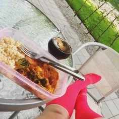 Chorizo and brown rice with ratatouille and broccoli (and ofc a glass of Pepsi max 😉) at the patio this evening. First outside dinner this year👌🏻👌🏻👌🏻☀️🌱
