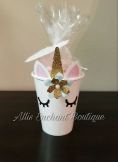These cute mugs are cardboard paper cups but they are decorated with my unicorn motif to make your princess party look a little more fun and elegant. I have the golden or silver touch with my other unicorn decorations as the centerpiece, banner, thank you Cupcake Decorating Party, Birthday Party Decorations, Decoration Party, Unicorn Themed Birthday, Birthday Fun, Birthday Ideas, Unicorn Baby Shower, Unicorn Crafts, Birthday Woman