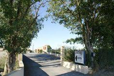 Hotel LX, Tout-y-faut 17330 Vergné, Charente-maritime, France. entrée parking privé et accès réception hotel