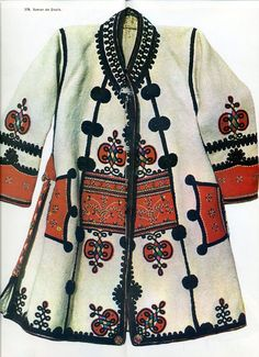 Arad, West Plains Folk Costume, Costumes, West Plains, Romanian Girls, Folk Clothing, Textiles, Hungary, Gowns, Traditional