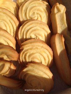 Frolla montata all'olio e arancia,senza burro: ●60 ml di olio di semi ●70 g di zucchero a velo ●1 uovo ●30 ml di spremuta d'arancia ●200 g di farina ●1/2 cucchiaino di lievito per dolci un pizzico di sale