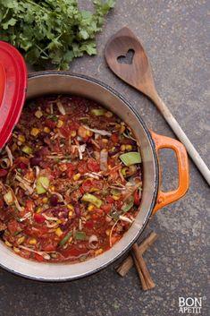 Zin in Chili con carne? Kijk dan op BonApetit, er staat een snelle versie (als je weinig tijd hebt) en een uitgebreide versie op! Dat wordt smullen! Mexican Food Recipes, Ethnic Recipes, Dinner Recipes, Mince Meat, Menu, Yams, Paella, Ground Beef, Slow Cooker