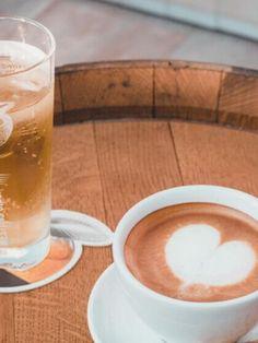 """Der Genuss von Kaffee ist seit langer Zeit Teil unserer Kultur. Hier sind 5 Tipps für leidenschaftlichen Kaffeegenuss! Carpe diem - nutze den Tag! Der Beitrag """"Kaffeegenuss – individuell, leidenschaftlich, duftend frisch"""" erschien zuerst auf """"Das Ernährungshandbuch"""". Carpe Diem, Latte, Drinks, Food, Healthy Food, Fresh, Kaffee, Culture, Food Food"""